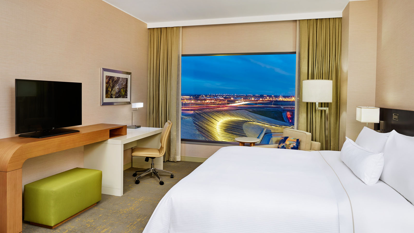 Denver Airport Lodging - Deluxe Room - The Westin Denver International Airport
